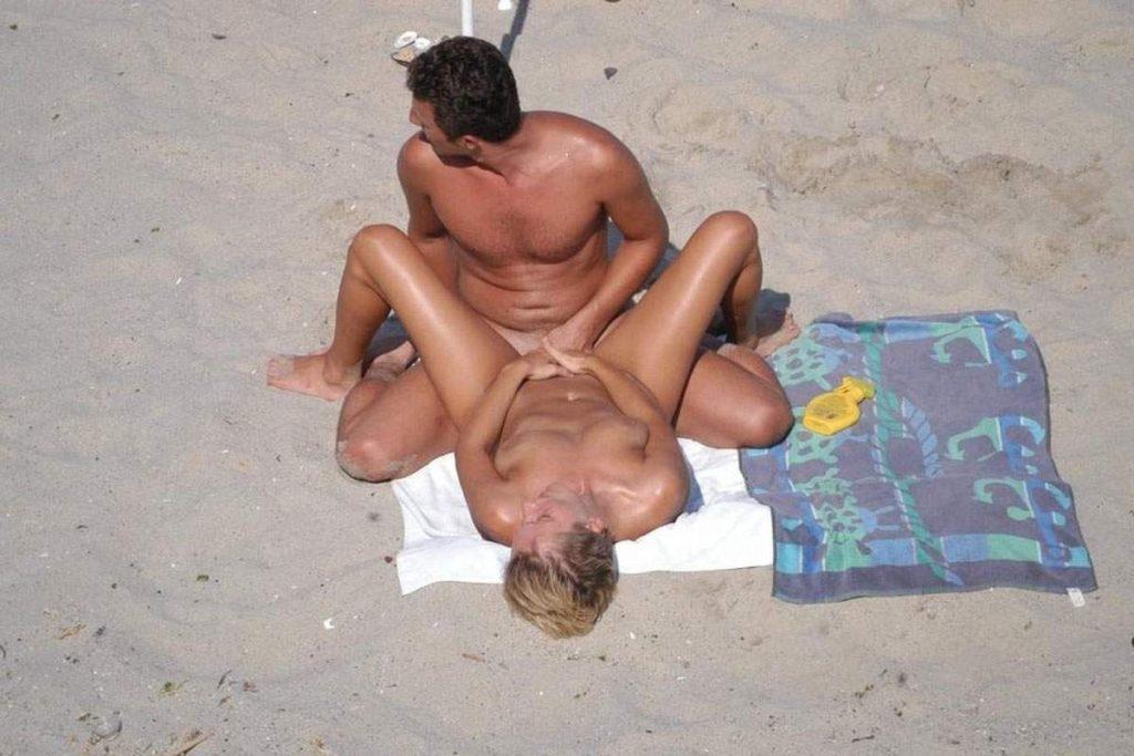 ヌーディストビーチでSEXしてる光景で一発抜ける奴ちょっと来い(画像36枚)・30枚目