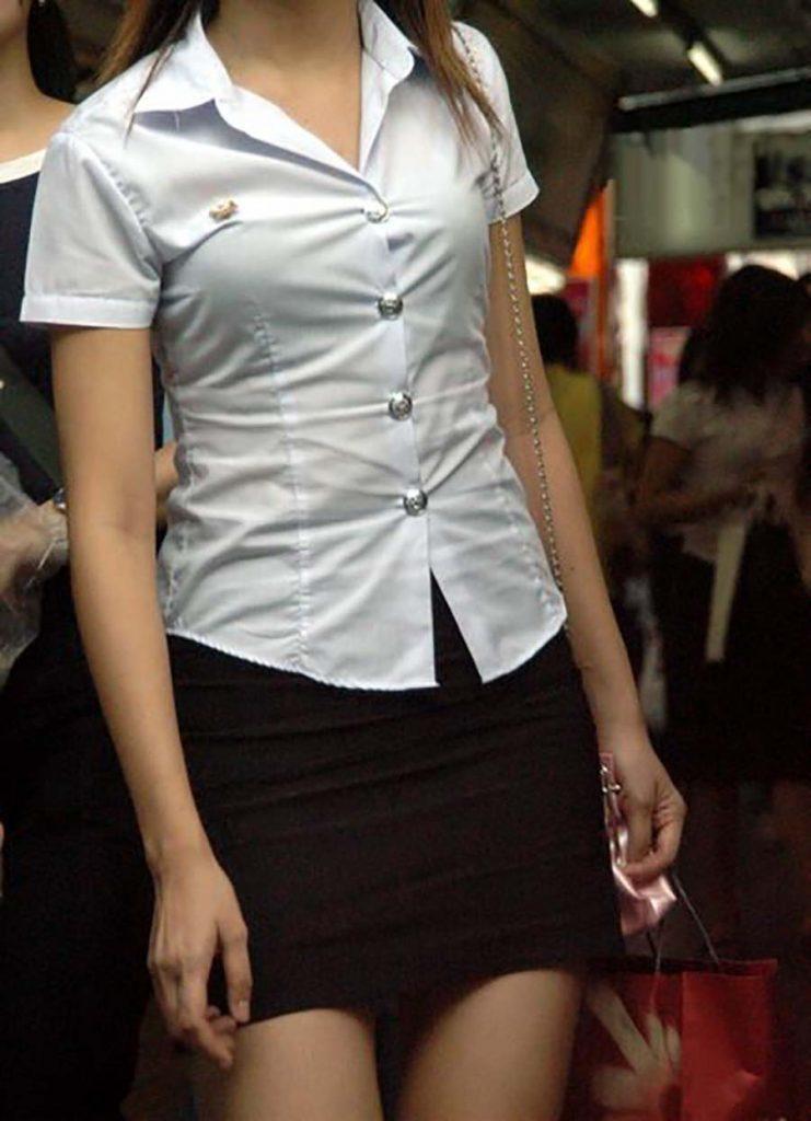 【画像あり】タイの女子学生の制服がエロい画像まとめ。これ男じゃないよね??・31枚目