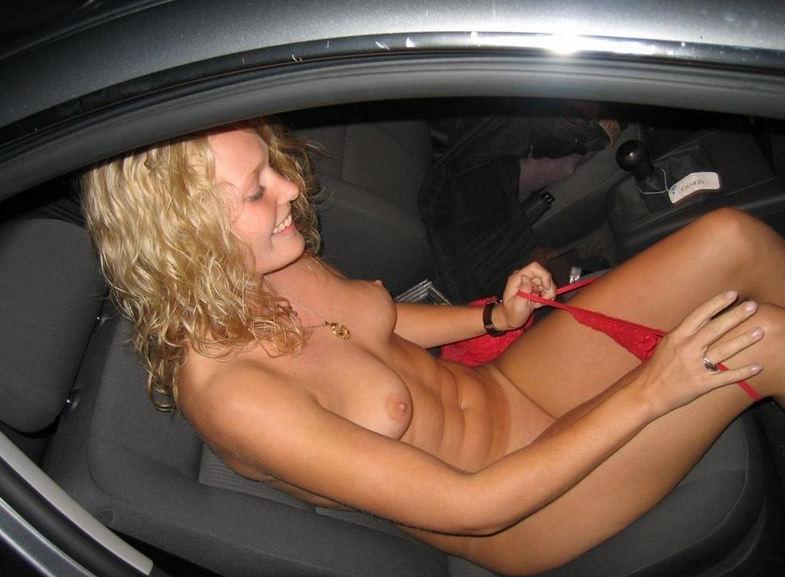 【露出狂】控えめなビッチ女さん車の中でおっぱいを放り出すwwwwwww(画像あり)・34枚目
