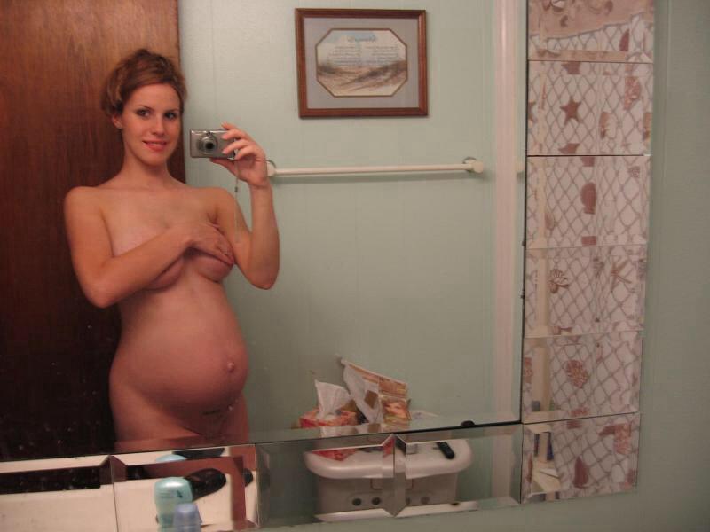 【妊婦エロ】ボテ腹まんさんのヌード記念写真。出ベソ率高いなwwwwww・37枚目