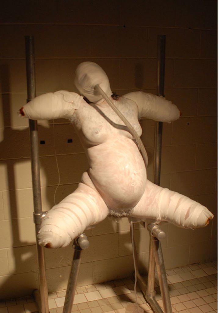 """【エロ画像】手足をガチガチに縛られ""""ダルマ""""にされたまんさん。。(画像あり)・36枚目"""