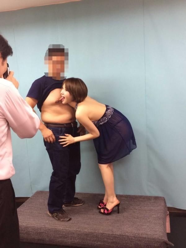 【衝撃】セクシー女優の握手会、ガチで風俗みたいでワロタwwwwwww(画像あり)・3枚目