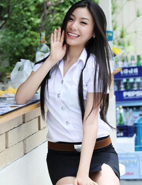 【画像あり】タイの女子学生の制服がエロい画像まとめ。これ男じゃないよね??・5枚目