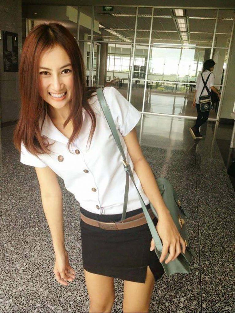 【画像あり】タイの女子学生の制服がエロい画像まとめ。これ男じゃないよね??・6枚目