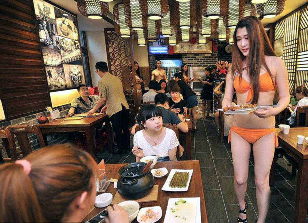 【画像あり】儲ける為に何でもヤル中国さんセクシー居酒屋を開店する。これは行きたいわwwwwww・6枚目