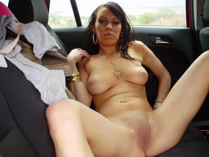 【露出狂】控えめなビッチ女さん車の中でおっぱいを放り出すwwwwwww(画像あり)・6枚目