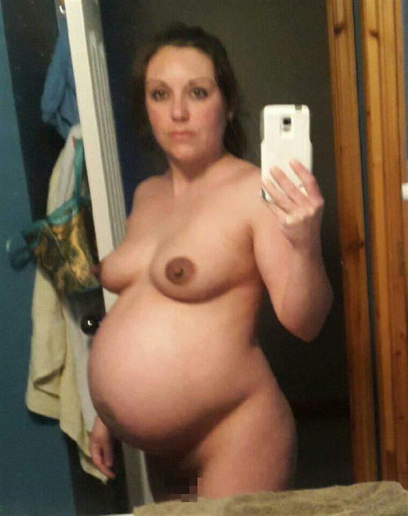 【妊婦エロ】ボテ腹まんさんのヌード記念写真。出ベソ率高いなwwwwww・7枚目