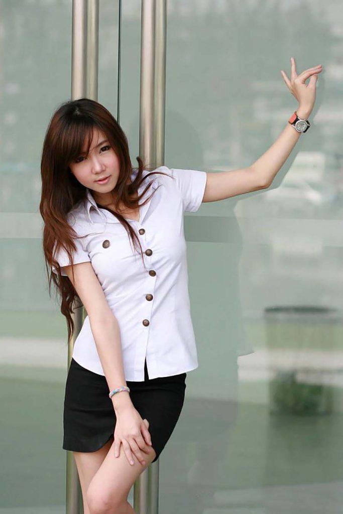 【画像あり】タイの女子学生の制服がエロい画像まとめ。これ男じゃないよね??・8枚目