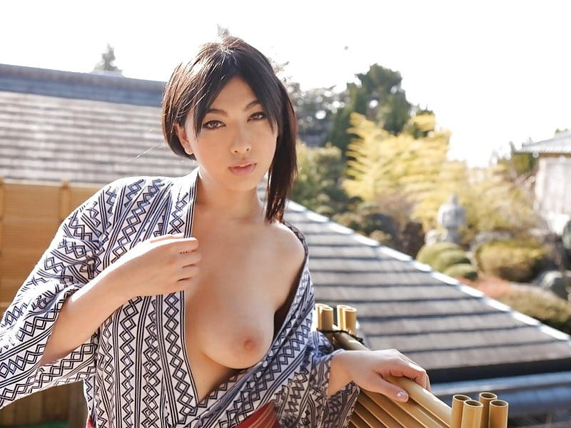 【エロ画像】花火大会で浴衣美女の胸元ばかり見てしまう理由がこちらwwwwww・8枚目