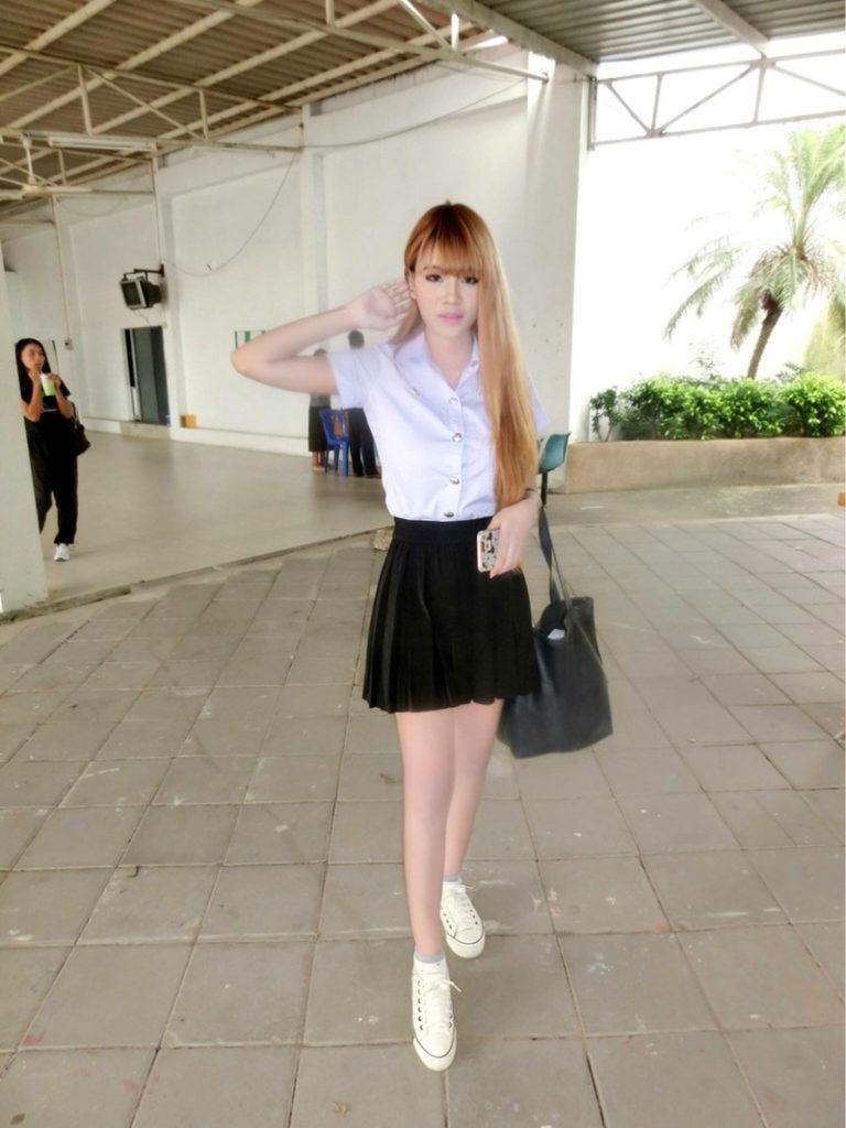 【画像あり】タイの女子学生の制服がエロい画像まとめ。これ男じゃないよね??・9枚目