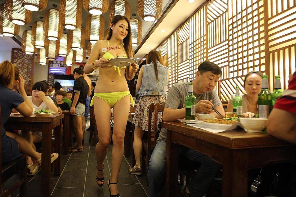 【画像あり】儲ける為に何でもヤル中国さんセクシー居酒屋を開店する。これは行きたいわwwwwww・9枚目