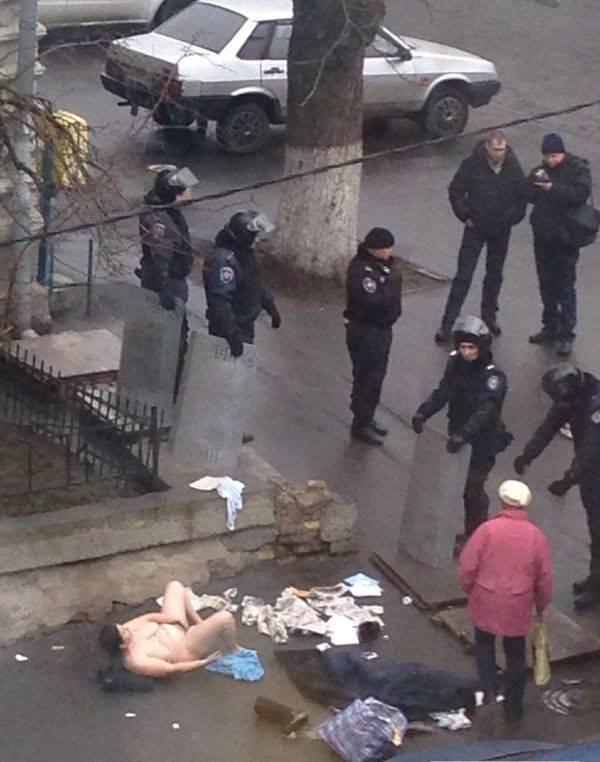 ウクライナで女が街中でオナニー披露して特殊部隊が出動するwwwwwwww(画像あり)・3枚目