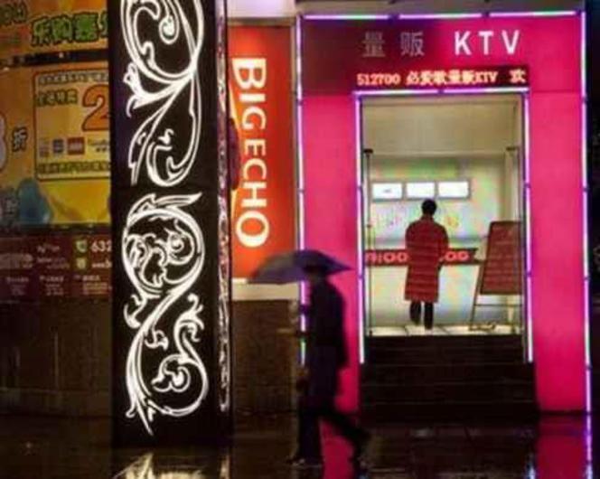 【エロ画像】中国の風俗巡りで出会った「カラオケKTV」とかいうヤバい店がコレwwwwww・1枚目