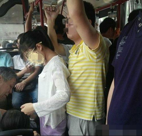 【ガチ痴漢】電車でチカン被害に遭ってる女の子が撮影される・・・(画像あり)・30枚目