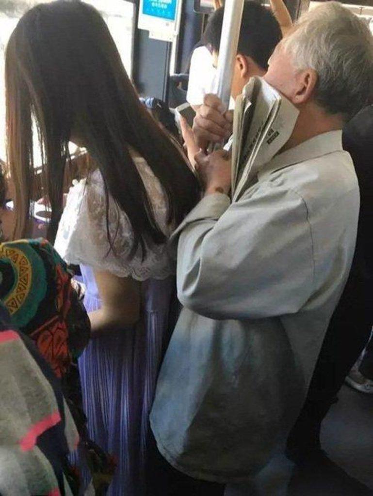 【ガチ痴漢】電車でチカン被害に遭ってる女の子が撮影される・・・(画像あり)・22枚目