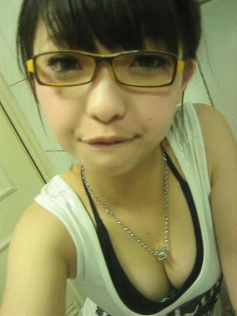 【自撮りエロ】日本男が興起する台湾美女のエロ画像まとめ(38枚)・2枚目