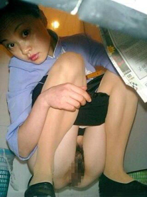 【盗撮】中国人女子さん、トイレの欠点を利用されガッツリ撮られる。。(36枚)・27枚目