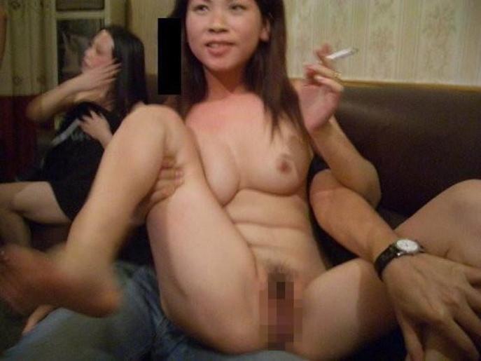 【エロ画像】中国の風俗巡りで出会った「カラオケKTV」とかいうヤバい店がコレwwwwww・3枚目