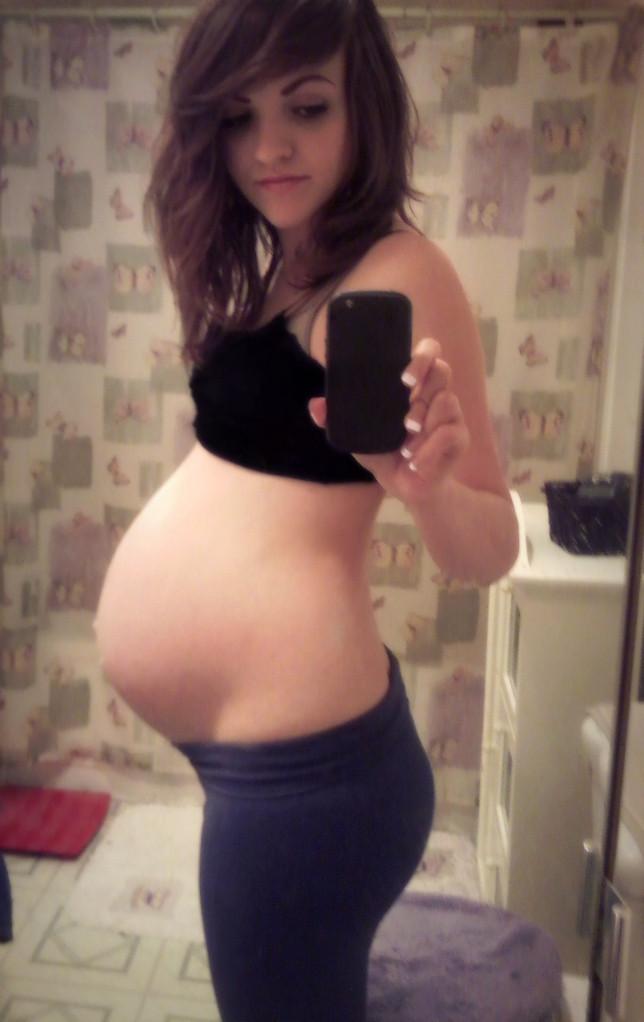 【妊婦】10代で孕んでしまった女さん、SNSでボテ腹エロ画像をうpするwwwwww(画像あり)・32枚目
