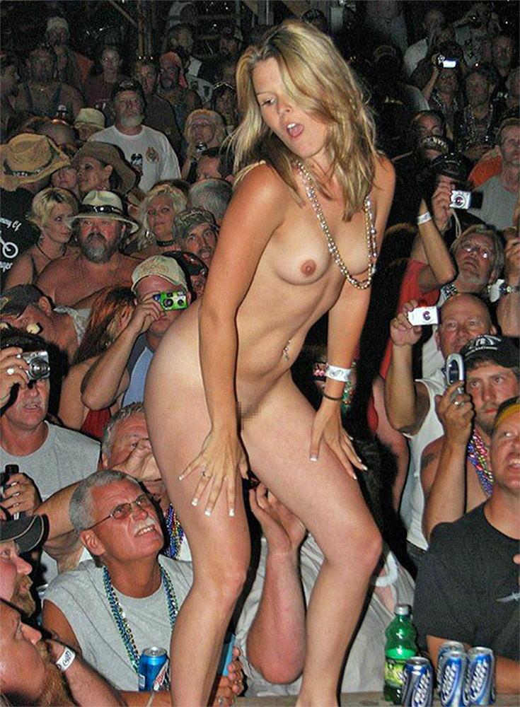 【ストリップ】ステージで全裸の女を撮影するカメラ小僧を撮影した画像まとめwwwww・33枚目