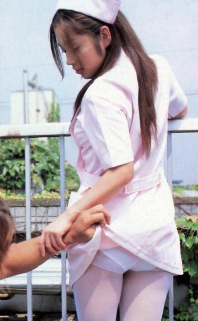 【エロ画像】小学校の頃を思い出す「スカート捲り」今じゃ犯罪wwwwwww・29枚目