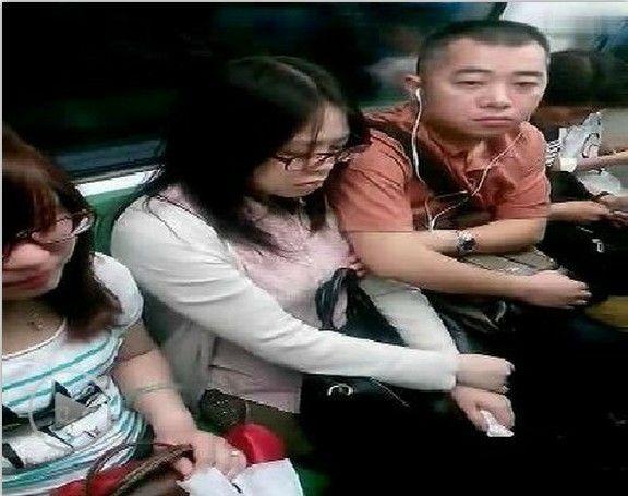 【ガチ痴漢】電車でチカン被害に遭ってる女の子が撮影される・・・(画像あり)・53枚目