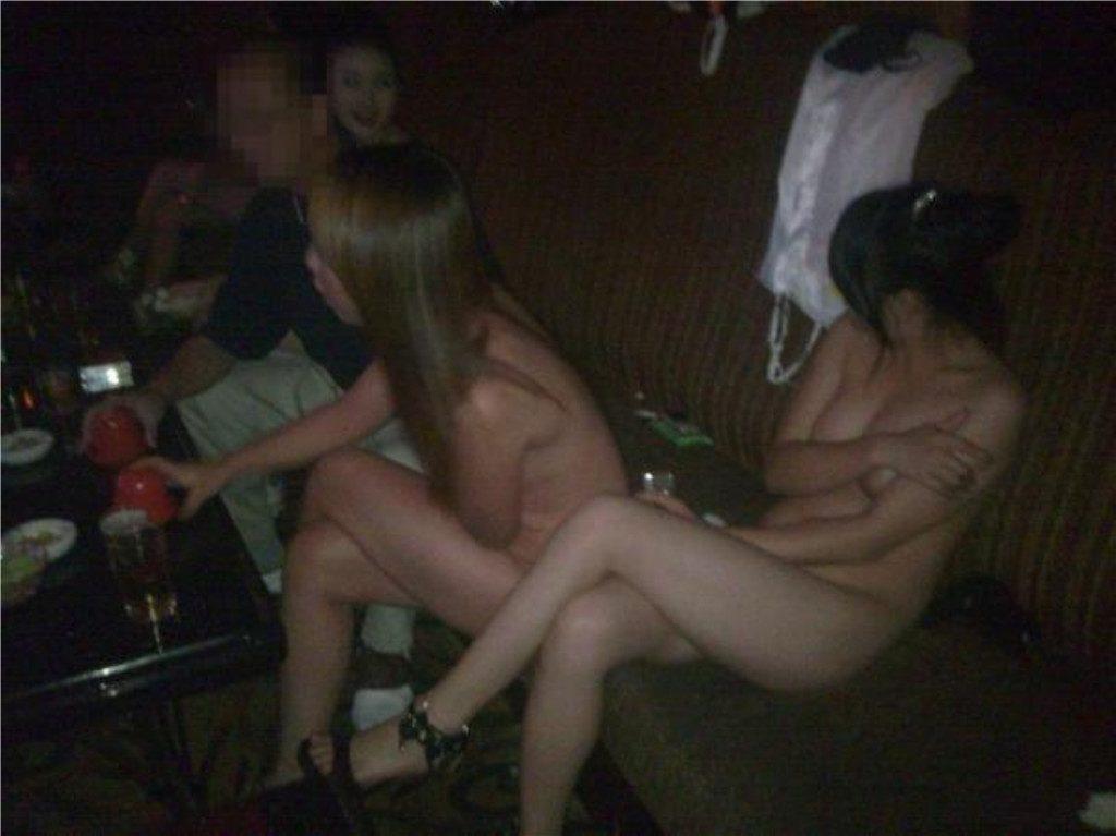 【エロ画像】中国の風俗巡りで出会った「カラオケKTV」とかいうヤバい店がコレwwwwww・4枚目