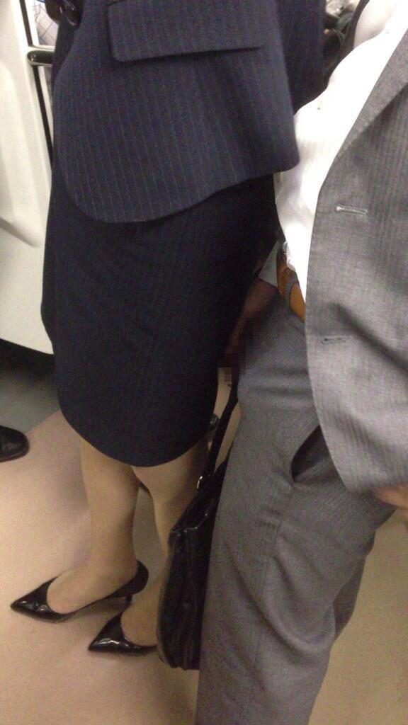 【ガチ痴漢】電車でチカン被害に遭ってる女の子が撮影される・・・(画像あり)・25枚目