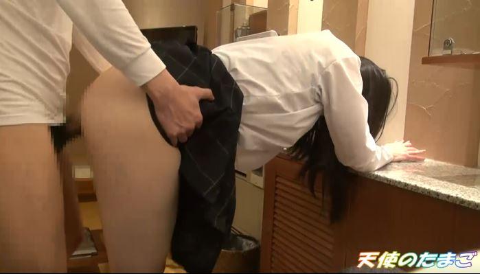 【※画像あり】3諭吉で身体を売ってしまったJKさん映像を販売される。・23枚目
