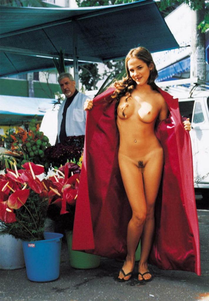 【全裸エロ】観光地で「すっぽんぽん」になるマジキチまんさんのエロ画像38枚・8枚目