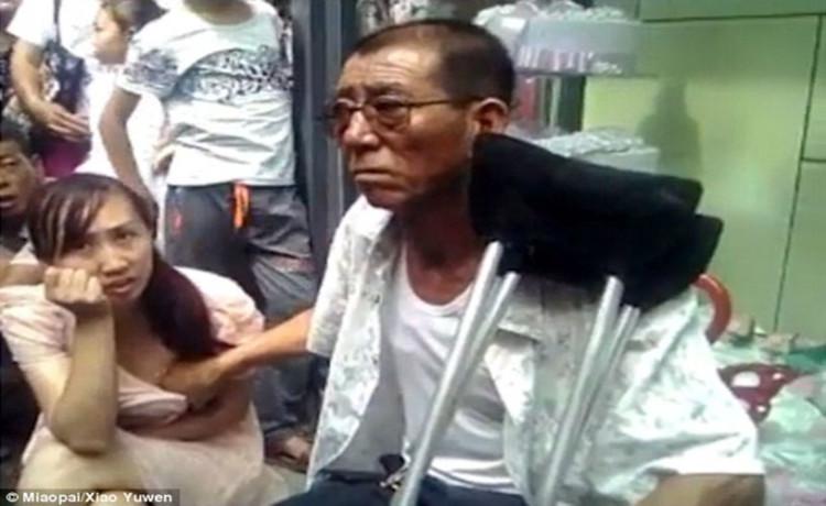 """女の""""乳首""""をコリコリして占う中国の超人気占い師がこちら。。斬新すぎwwwww(GIFあり)・2枚目"""