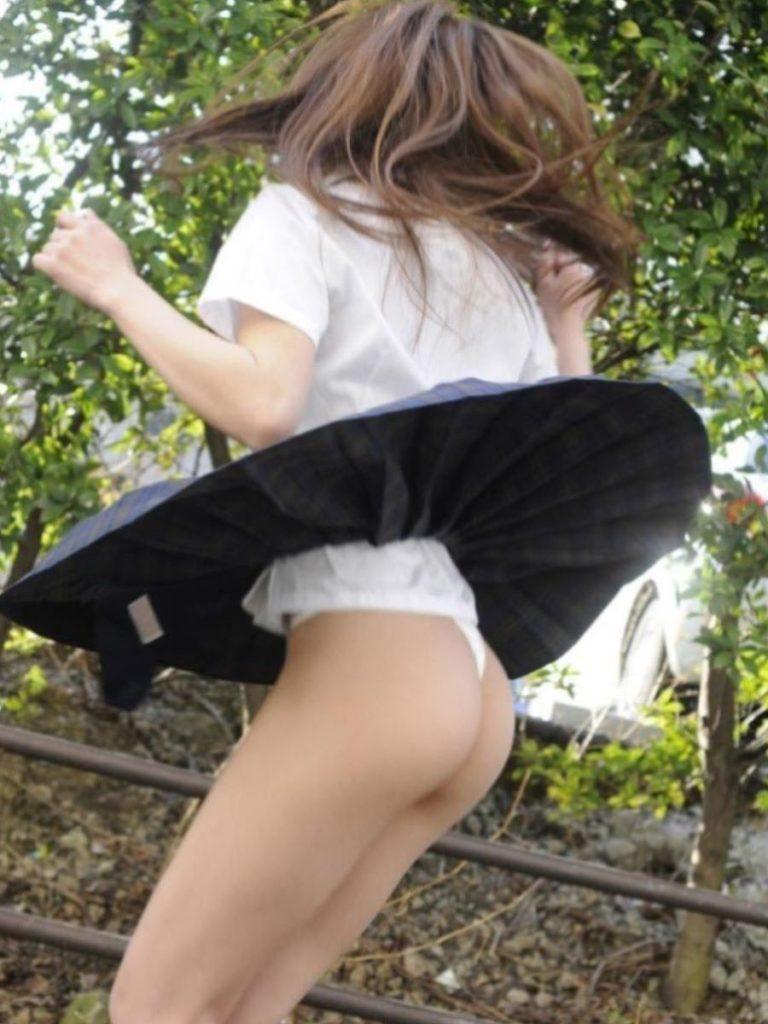 【JKエロ】女子高生のくせにTバック穿いてるパンチラ画像エッロすぎwwwwwwww(73枚)・26枚目