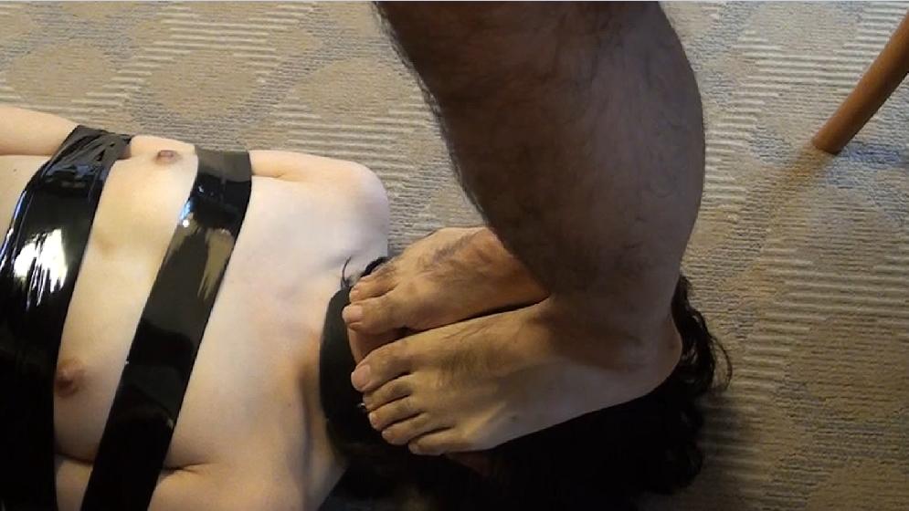 【素人】変態ドM女さん、服従の証に頭をガッシガシ踏まれる・・・(画像あり)・7枚目