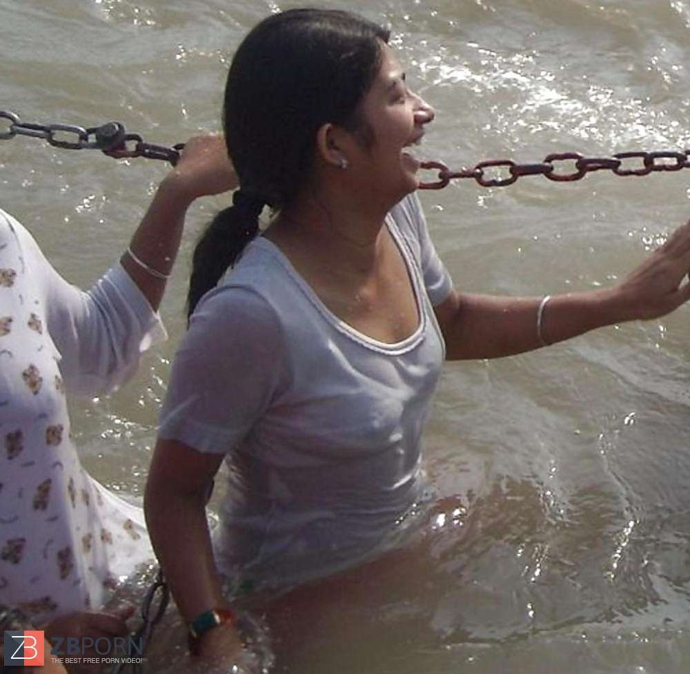 【日本人】ガンジス川で沐浴してる日本女さん、ええ乳しとるwwwwww(画像あり)・13枚目