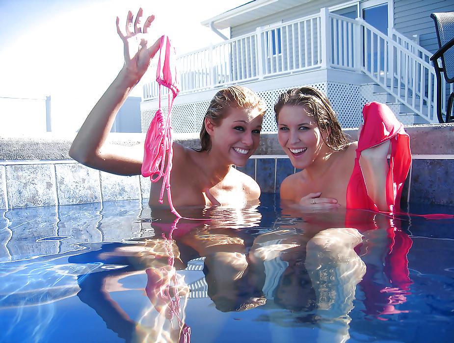【全裸】一般のプールに参上したガチ全裸女が海外で撮影されるwwwwww(画像あり)・15枚目
