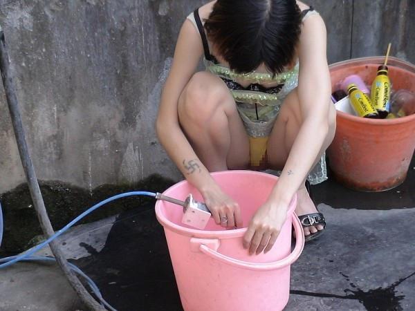 """ほぼ""""全裸""""の台湾ビンロウ売り女子の日常をご覧くださいwwwwwww(36枚)・16枚目"""