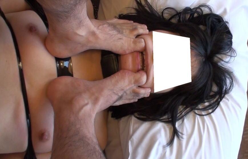 【素人】変態ドM女さん、服従の証に頭をガッシガシ踏まれる・・・(画像あり)・15枚目