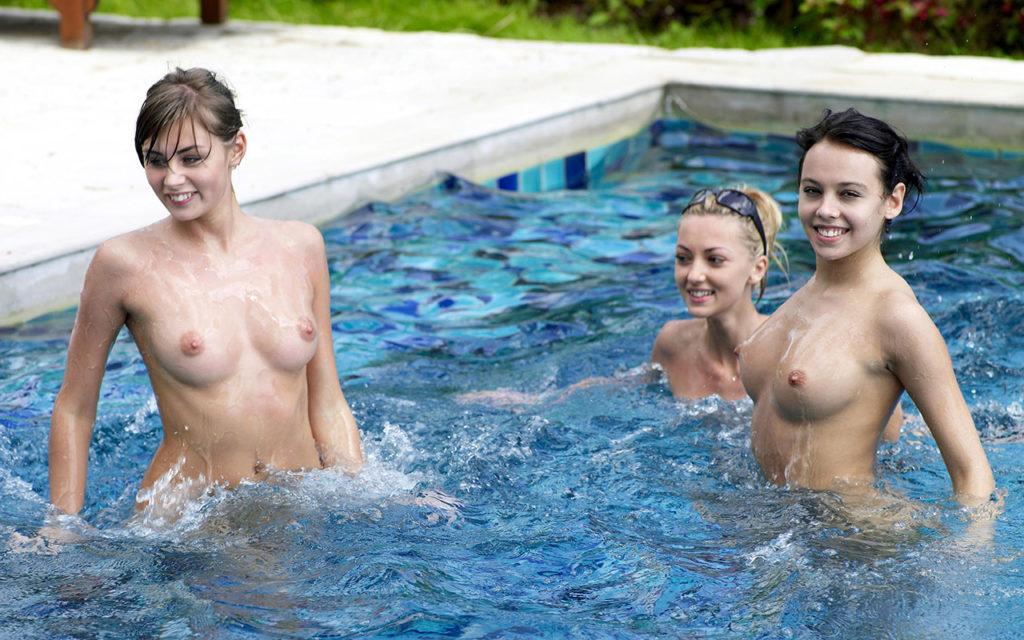 【全裸】一般のプールに参上したガチ全裸女が海外で撮影されるwwwwww(画像あり)・21枚目