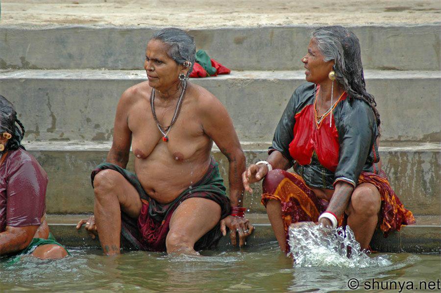 【日本人】ガンジス川で沐浴してる日本女さん、ええ乳しとるwwwwww(画像あり)・26枚目