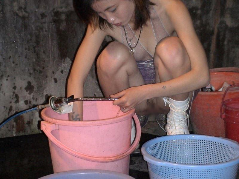 """ほぼ""""全裸""""の台湾ビンロウ売り女子の日常をご覧くださいwwwwwww(36枚)・31枚目"""
