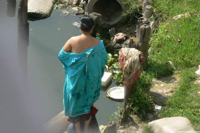 【日本人】ガンジス川で沐浴してる日本女さん、ええ乳しとるwwwwww(画像あり)・5枚目