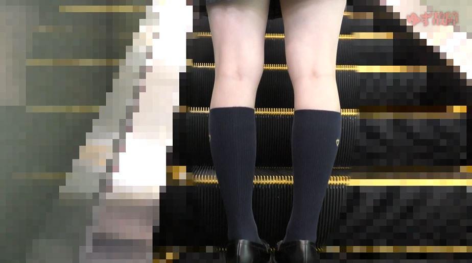 【※ガチ痴漢】美少女系JKさんがガチ痴漢さた時の記録映像がコレ。。・1枚目