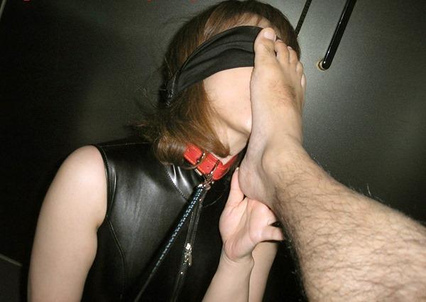 【素人】変態ドM女さん、服従の証に頭をガッシガシ踏まれる・・・(画像あり)・6枚目