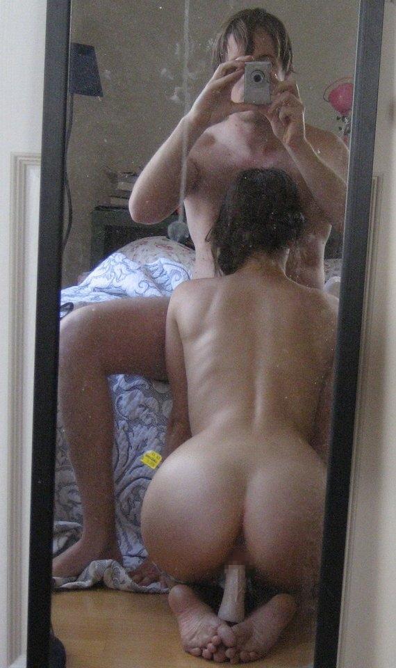 【素人流出】鏡越しにハメ撮りしたバカップル破局後にしっかり流出するwwwwww(エロ画像あり)・25枚目