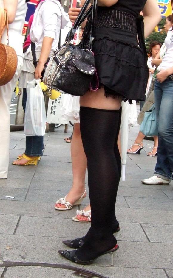 【エロ画像】ニーソマニアのマジキチ、街中でニーソ娘を撮りまくって開放した画像まとめwwwww・12枚目