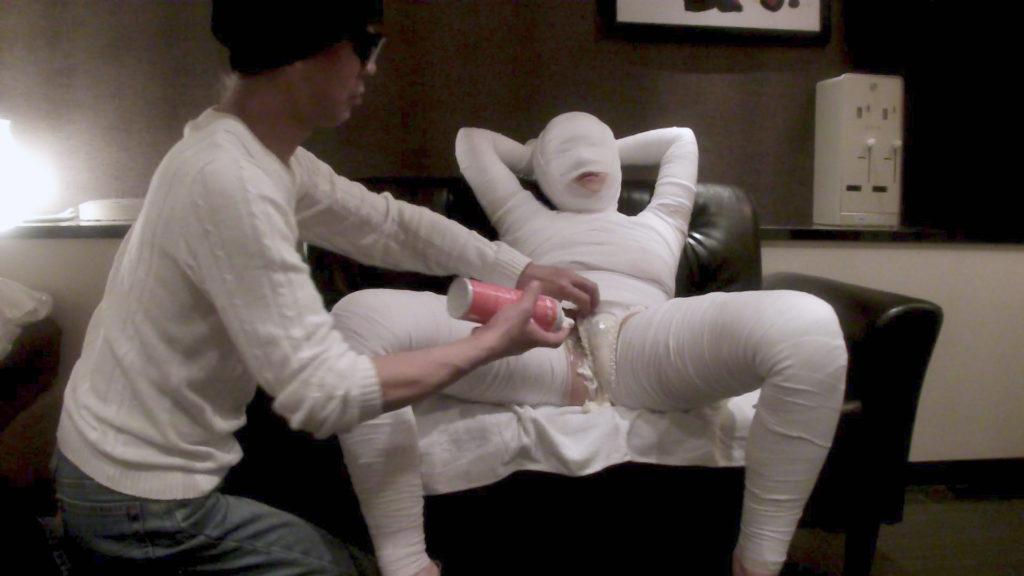 【エロ画像】怪我して動けない女を無情にレイプする光景がこちら。。・15枚目