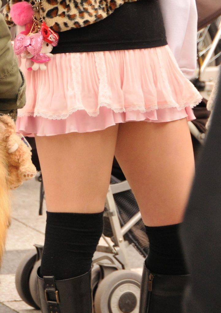 【エロ画像】ニーソマニアのマジキチ、街中でニーソ娘を撮りまくって開放した画像まとめwwwww・16枚目