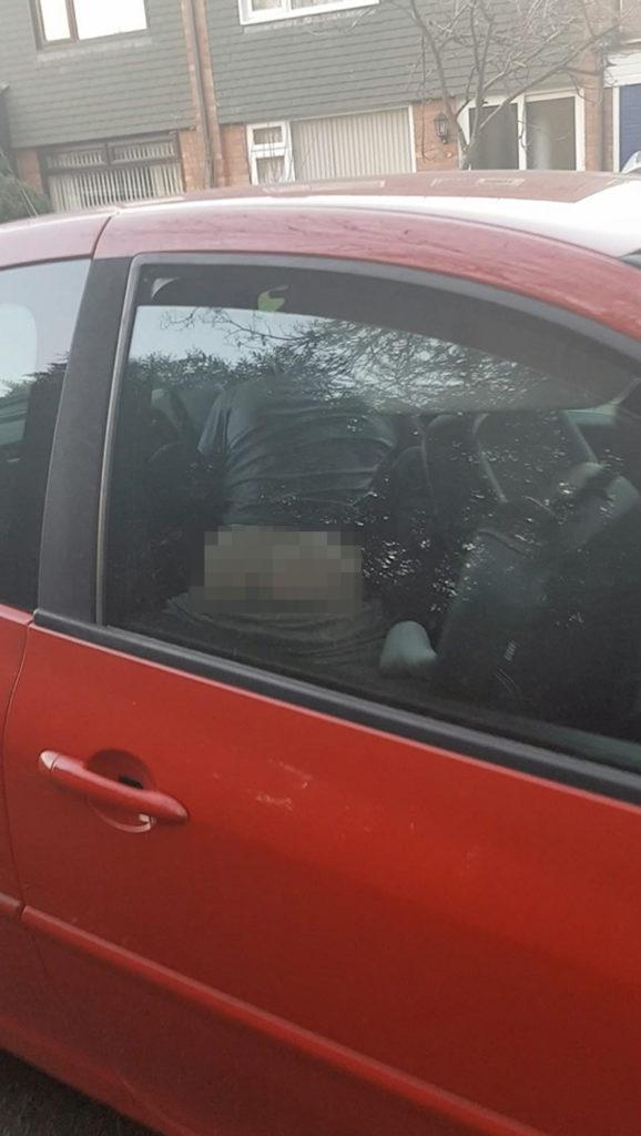 車内セックスを盗撮されたバカップルが撮影された瞬間の反応が草wwwwww(23枚)・19枚目