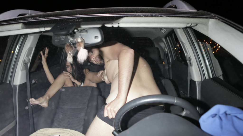 車内セックスを盗撮されたバカップルが撮影された瞬間の反応が草wwwwww(23枚)・20枚目
