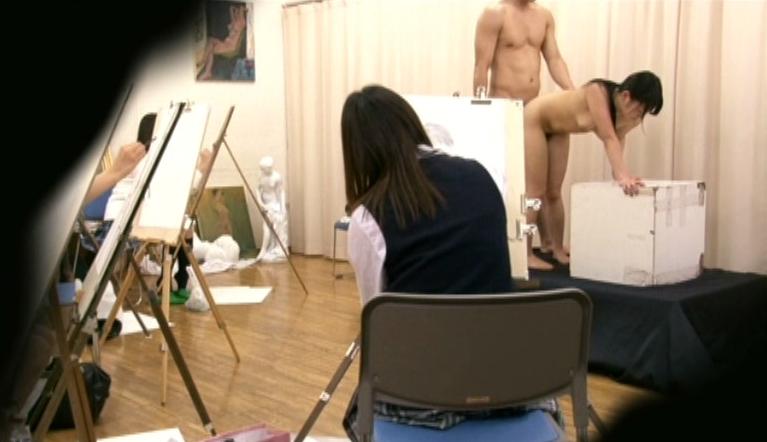 ヌードモデルまんさん、「これは芸術です!」とマンコをくぱぁしちゃうwwwww(画像あり)・23枚目